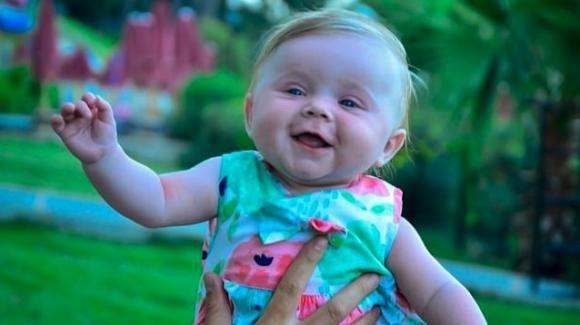 Inghilterra, bimba di 5 mesi muore tra le braccia della zia: i genitori erano ad un concerto