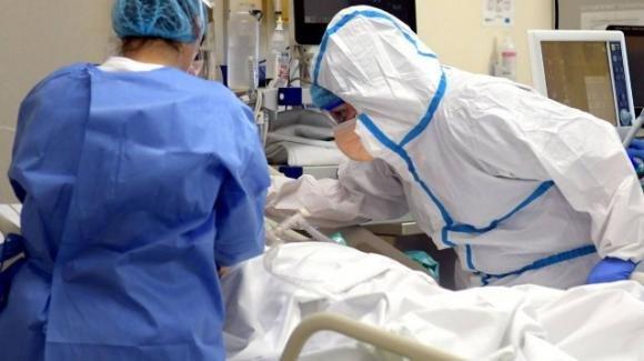 Contrare il Covid in ospedale dove era ricoverato per problemi al cuore: muore un giovane