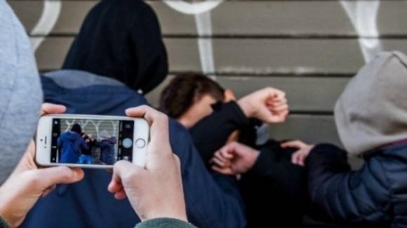 Ragazzino pestato a sangue dal branco di bulli: identificati e denunciati 7 minori