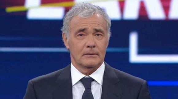 """Massimo Giletti, malore in diretta durante """"Non è l'Arena"""": panico in studio"""