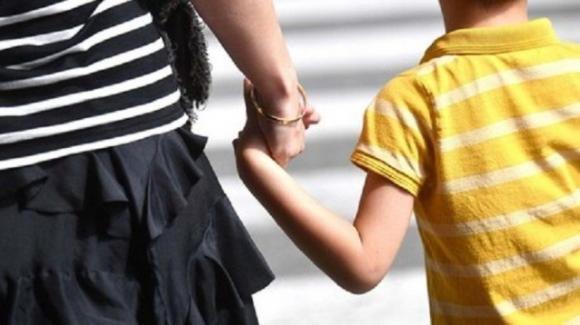 Positiva al Covid va a spasso con i figli: denunciata una donna