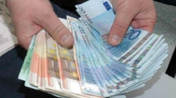 Potenza: 30enne disoccupato trova una ingente somma di denaro a terra e la restituisce