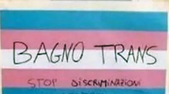 Napoli: vietano l'accesso al bagno a uno studente trans e i compagni fanno sciopero