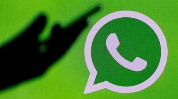 WhatsApp si tinge di rosa, ma è una truffa: attenzione a non scaricarla e come rimediare
