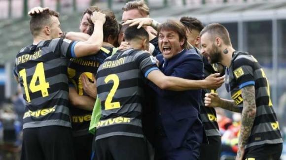 Serie A, l'Inter batte il Verona, scudetto ad un passo