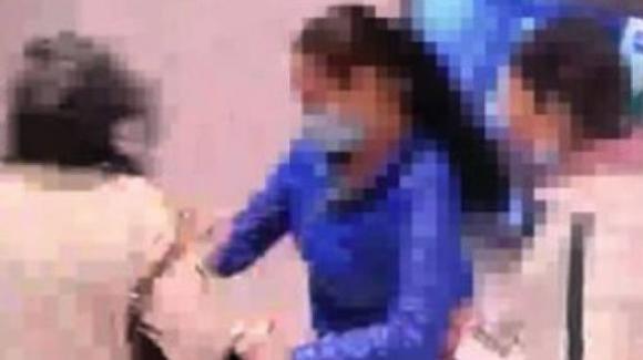 Milano, anziana aggredita da 2 baby rapinatrici per 10 euro: ha un braccio fratturato