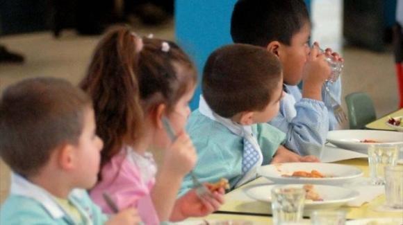 Viti nei pasti dei bambini in una mensa scolastica: presentata denuncia ai carabinieri