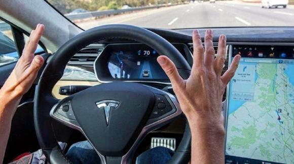 Le auto a guida autonoma possono circolare in autostrada, ma a una condizione