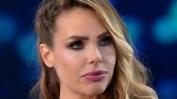 """Ilary Blasi, ipotesi di un quarto figlio e fidanzamenti di Christian e Chanel: """"Non sono gelosa"""""""