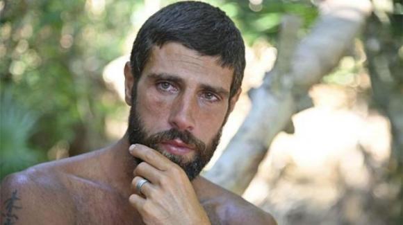 """""""L'isola dei famosi"""", Gilles Rocca è stato poco bene ma resta in Honduras. Rosolino commenta: """"È un leone"""""""