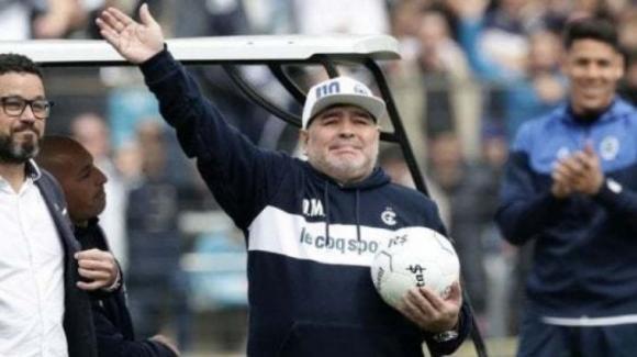 """Diego Maradona, la perizia choc della Procura: """"Poteva salvarsi con un ricovero"""""""