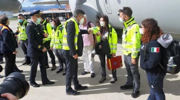 Covid, il team italiano partito da Torino per fornire aiuti all'India