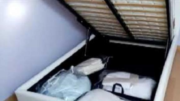 Muore schiacciata dal letto contenitore: il ritrovamento fatto dalla figlia