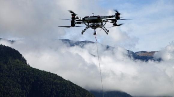 Alto Adige, i droni consegnano la spesa nei rifugi di alta quota