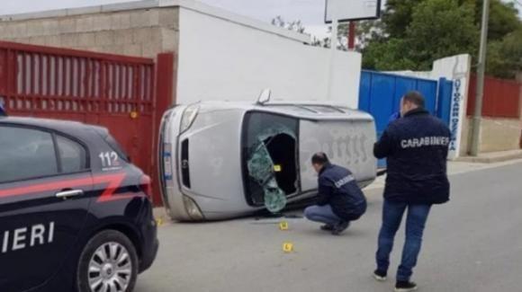 Matrimonio finisce in tragedia: uomo uccide rivale con l'auto e schiaccia il corpo contro il muro