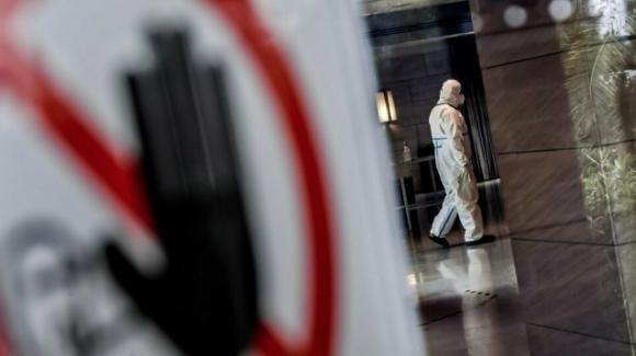 Covid-19, altri 63 positivi tra i passeggeri indiani arrivati a Fiumicino il 29 aprile