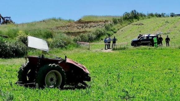 Muore a 16 anni schiacciato dal trattore che guidava: tragedia in Sardegna