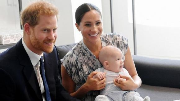 Archie compie due anni: gli auguri dei Reali e la richiesta di Harry e Meghan