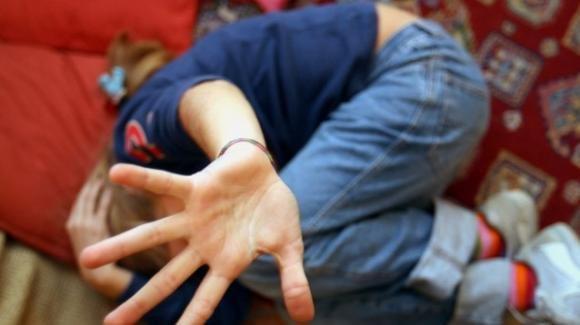 Milano, 20enne violenta 12enne e la minaccia affinché non denunci: arrestato