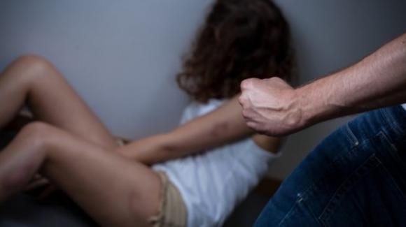 Attirata in Italia con la promessa di matrimonio: intera famiglia arrestata nel Bolognese