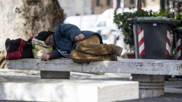 Lecce, clochard sfrattati a Lecce da un chiosco: volontari preoccupati per le loro sorti