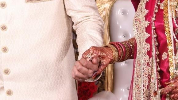 India: lo sposo non sa la tabellina del 2, lei lo lascia sull'altare