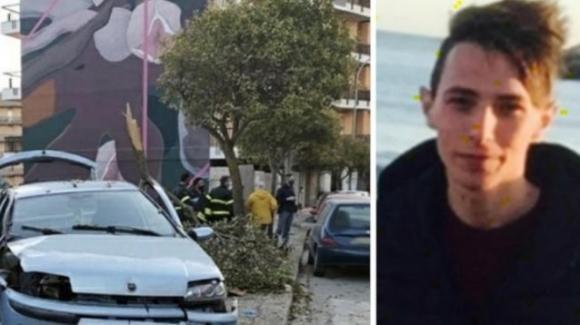 Ragusa, con l'auto contro un palo: Stefano muore tra le braccia del padre, soccorritore del 118