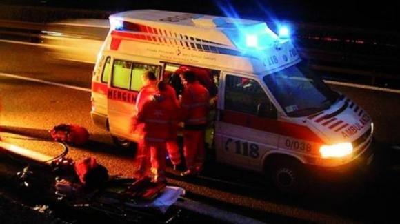 """Cade dallo scooter e viene portato in ospedale in """"codice verde"""": giovane muore poco dopo"""