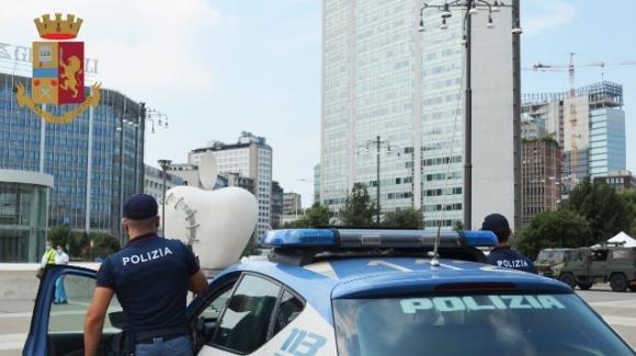 """Milano, cliente fa arrestare una giovane pusher: """"Non voglio drogarmi più"""""""