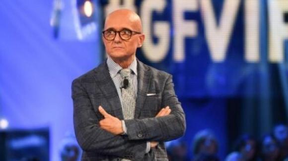 GF Vip, Alfonso Signorini prova ad ingaggiare tre nomi importanti per il cast