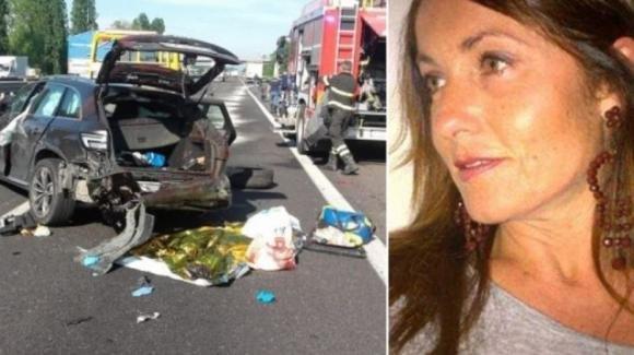 Bologna, capriolo piomba su un'auto: muore una donna