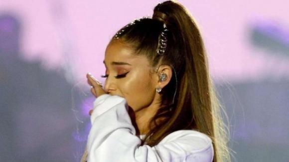 Ariana Grande ricorda le vittime della Manchester Arena a 4 anni dall'attentato