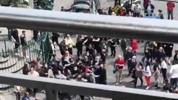 Napoli, violenta rissa durante un funerale