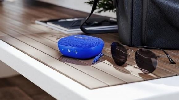 Sharp GX-BT60: ecco lo speaker ibrido compatto per l'estate in spiaggia