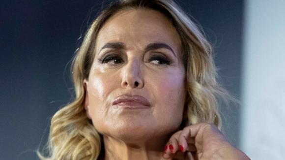 Gli show di Barbara D'Urso rischiano la chiusura definitiva: l'agitazione della conduttrice