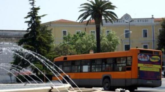 Foggia, baby gang crea caos in un autobus oltre il coprifuoco e deruba l'autista