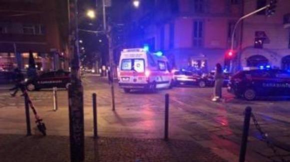 Milano, guerriglia urbana nella notte dopo una rapina: 3 feriti, tra cui un carabiniere