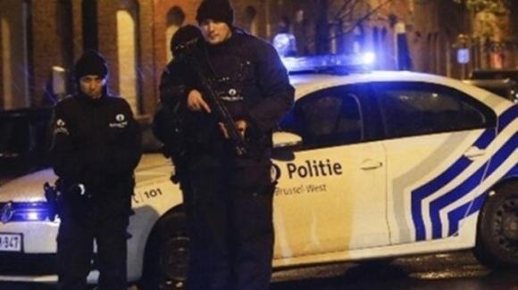 """Belgio, la testimonianza di Claudia: """"Schiacciata a terra da un poliziotto, non riuscivo a respirare"""""""