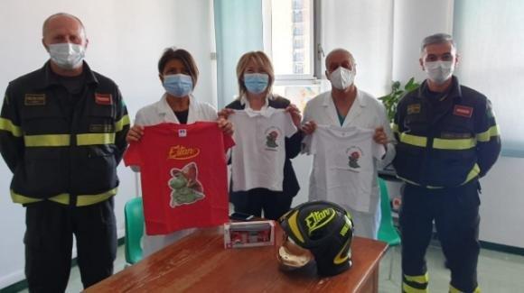 Torino,  crollo funivia Mottarone: Vigili del Fuoco in ospedale per donare un elmetto a Eitan