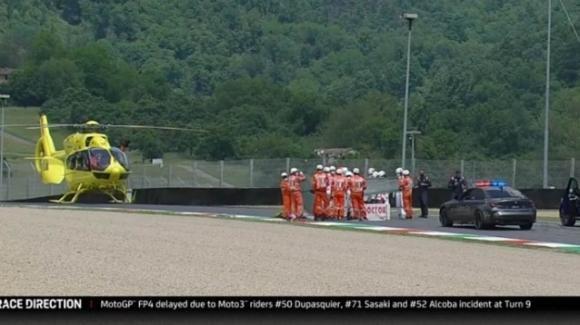 Moto 3, incidente al Mugello: Dupasquier soccorso in pista da un elicottero, è gravissimo