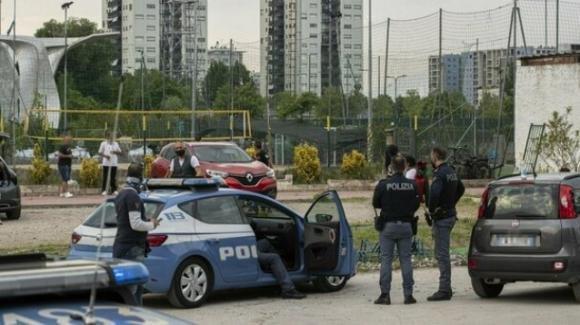 Milano, assiste ad una partita di calcetto e viene ucciso a coltellate dopo una rissa