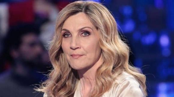 """Lorella Cuccarini """"ruba"""" la domenica pomeriggio alla D'Urso: ci sarebbe lo zampino della De Filippi"""