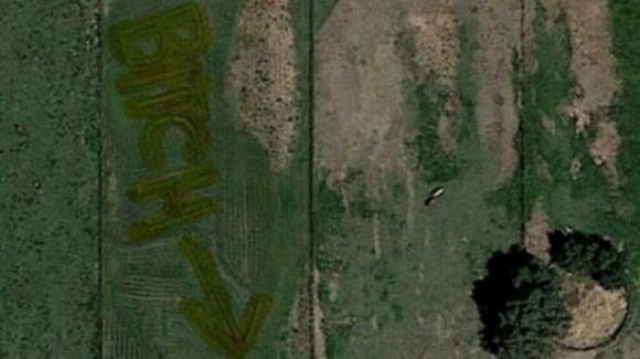 USA, insulta la vicina scrivendolo sul prato: la scoperta grazie a Google Earth