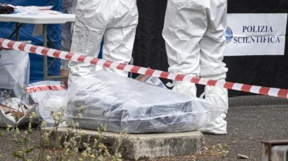 Roma, cadavere abbandonato in una valigia in strada