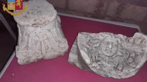 Roma, volevano arredare un bar con reperti archeologici: denunciati
