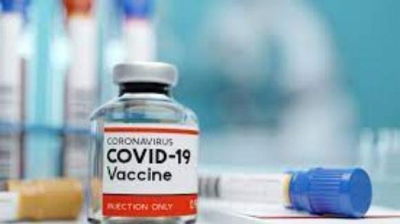 Genova, 600 disdette del vaccino anti Covid AstraZeneca dopo il caso della ragazza colpita da tromobosi