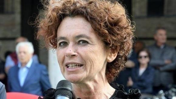 Crema, bimbo si schiaccia le dita all'asilo: indagata la sindaca Stefania Bonaldi