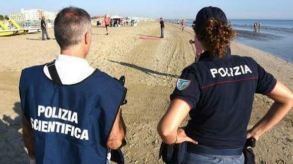 Rimini, 15enne stuprata in spiaggia: si indaga sull'identità dei colpevoli