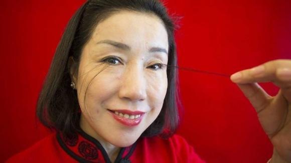 Cina: la donna dalle ciglia più lunghe al mondo, misurano 20 centimetri
