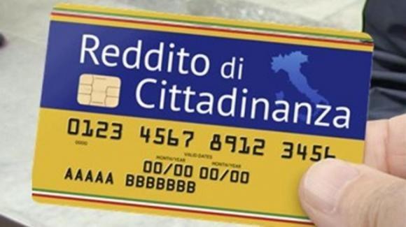 """I Cinque Stelle virano sul reddito di cittadinanza: """"Il sussidio sarà sospeso a chi rifiuterà un lavoro"""""""